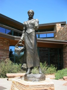 A statue of Sedona Schnebly found in the town today. Her great-granddaughter Lisa Schnebly Hiedinger served as model for the work.